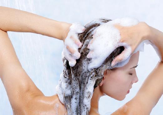 不打泡,直接涂抹洗发水易造成脱发?