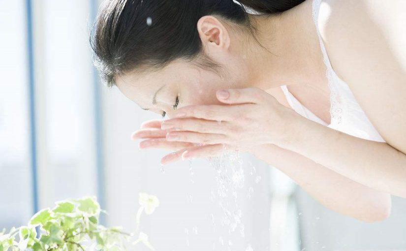 如何保持洗脸后的水嫩不紧绷状态?