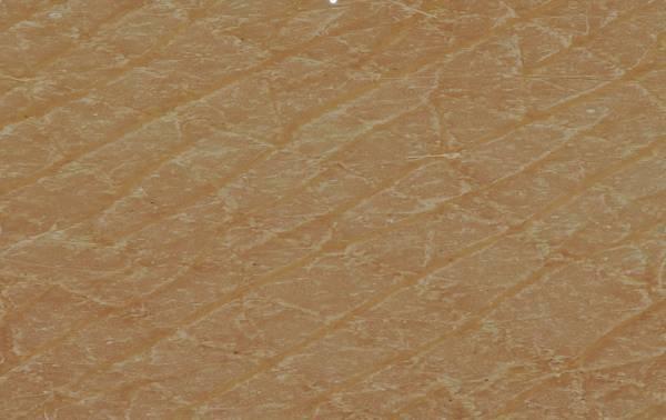 涂抹粉底液之后,沟壑中填充了棕色的粉底液